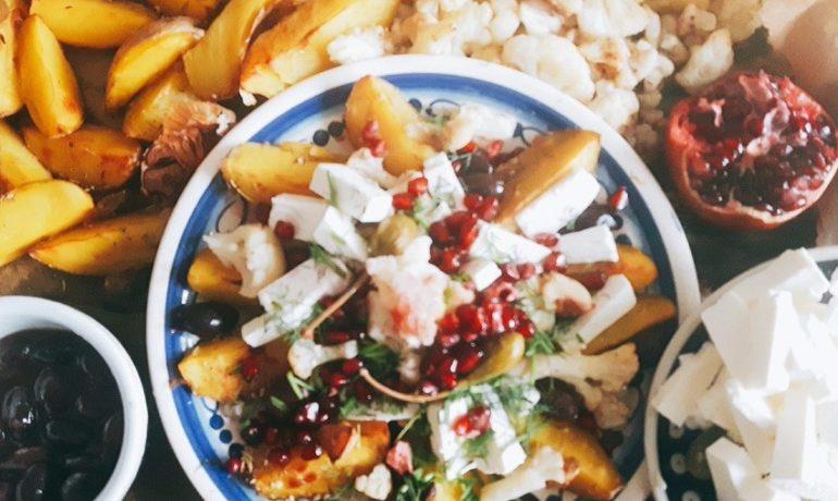 sałatka pieczone warzywa i feta